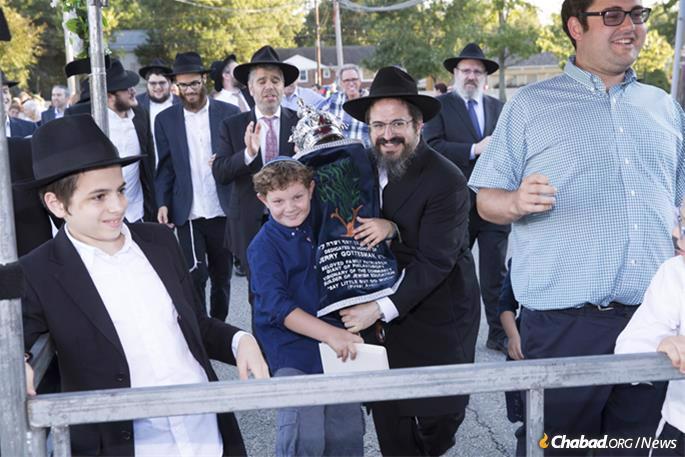 Rabbi Zalman Grossbaum, center, at the LifeTown Torah dedication ceremony. (Photo: Robert Schneider)