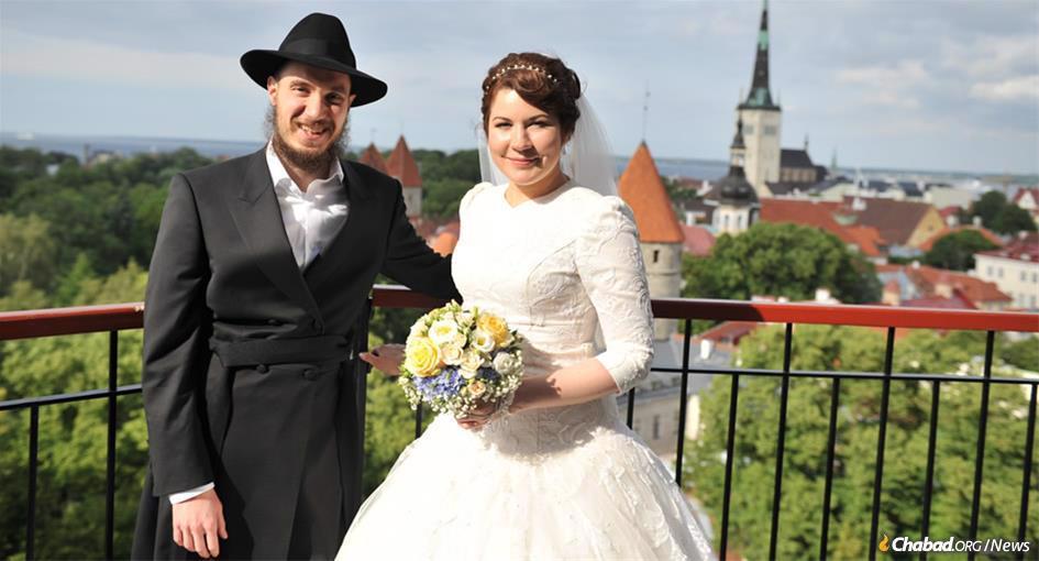 Eliyahu (Ilja) Šmorgun e sua esposa, Chaya, em seu casamento