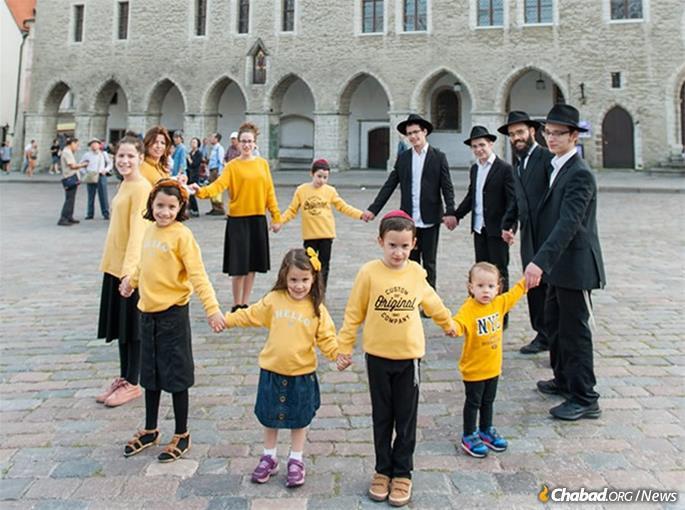 Rabbi Shmuel and Chana Kot, and family