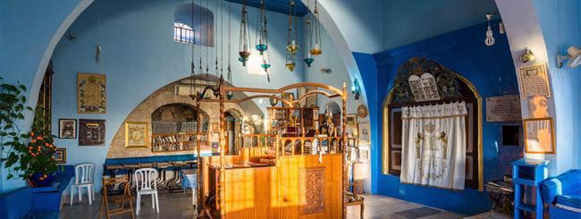 """פרשת דברים: החורבן ה-2.5: למה הקב""""ה מפרק את בתי הכנסת והקהילות?"""
