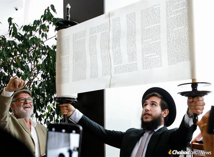 Raising the Torah scroll after the last letter was inscribed.