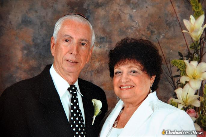 """Michael and Gail Frye of St. Petersburg, Fla., are taking part in the """"Legacy Challenge"""" to encourage their peers to remember Chabad in their will."""
