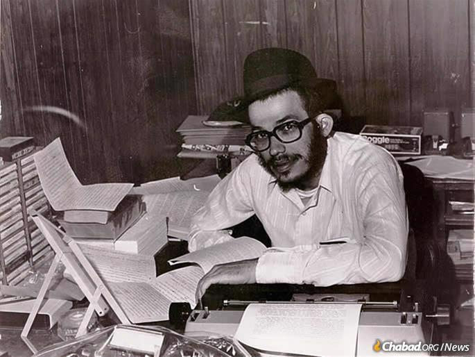 Avtzon at work in his office, circa the 1980s. The project to translate Likkutei Sichot into English carried a special meaning for him, making available the Rebbe's talks for an English-speaking audience being the organization's founding mandate. (Photo: SIE)
