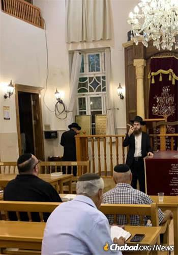 Zilbershtrom blowing shofar in the Old City synagogue soon after arriving in the month of Elul.