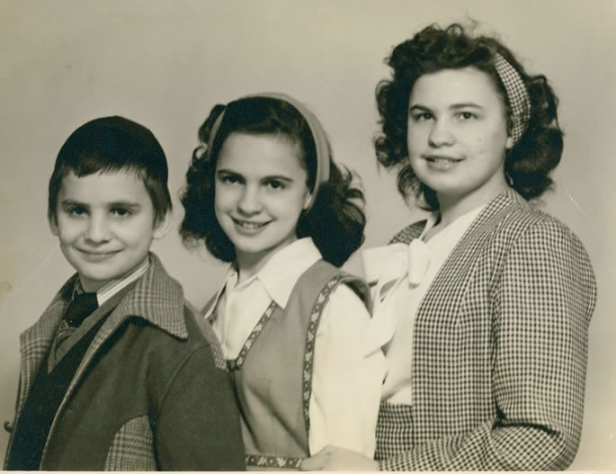 Sara (center) with her sister Chana Goldstein & brother Yaakov Winter.