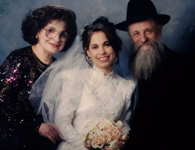 Sara, with her husband Herschel, at the wedding of their daughter Devorah Lea Davidson.
