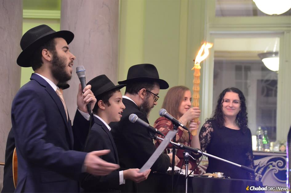 One year after 11 Jewish worshippers were killed during Shabbat prayers at the Tree of Life congregation in Pittsburgh, from left, Aryeh Leib Weinstein, Leibel Hoexter, Rabbi Shua Hoexter, Mendel Hoexter, Laura Weiss and Briana Perris lead a special Havdalah ceremony at the University of Pittsburgh.
