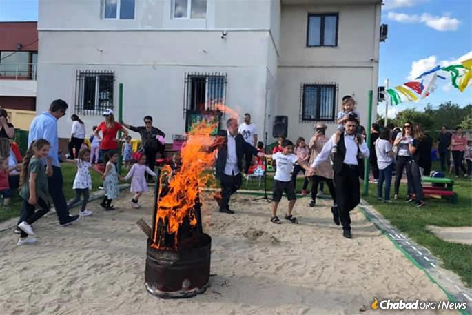 Dancing on Lag BaOmer