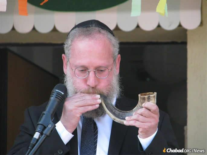 Rabbi Deutsch blowing the shofar in the month of Elul.