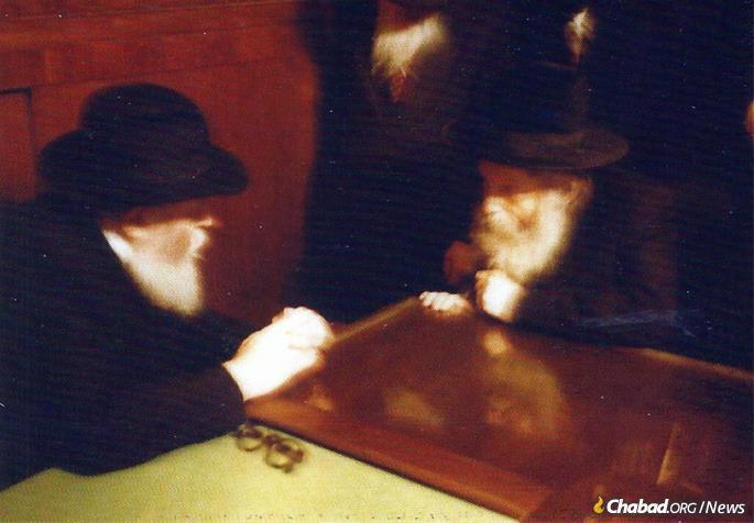The Rebbe with the Rebbe of Gur, Rabbi Pinchas Menachem Alter (Photo: Wikimedia Commons)