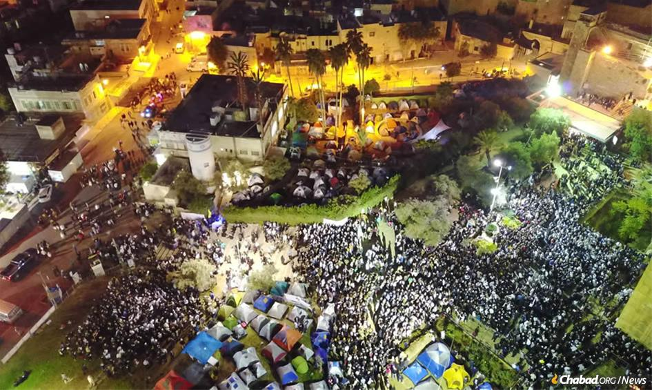 More than 6,000 guests will savor festive meals this Shabbat in the biblical city of Hebron. The annual gathering at the Cave of the Patriarchs is expected to draw 30,000 visitors over the weekend.