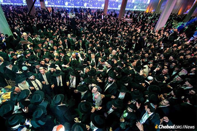 The Sunday-evening gala banquet will include a keynote speaker, dinner, roll call and dancing. It is being held this year at the New Jersey Convention and Exposition Center in Edison, N.J., on Nov. 24 and will be streamed live on Chabad.org, beginning at 5:30 p.m. (File Photo: Yechezkel Itkin)