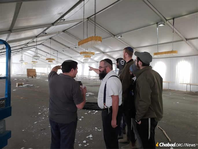 Rabbi Itzik Niemark briefs security officers in advance of the event.