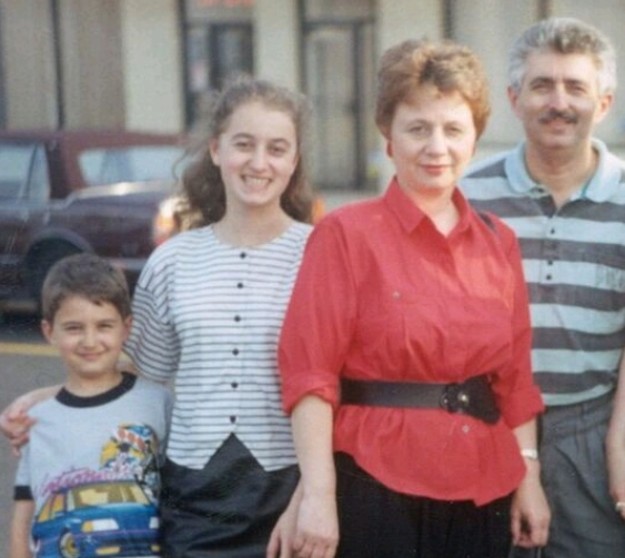 Estou com meus pais, Naum e Olga, e meu irmão Ilya no início de 1991 ao nordeste da Filadélfia onde muitos imigrantes russos se instalaram.