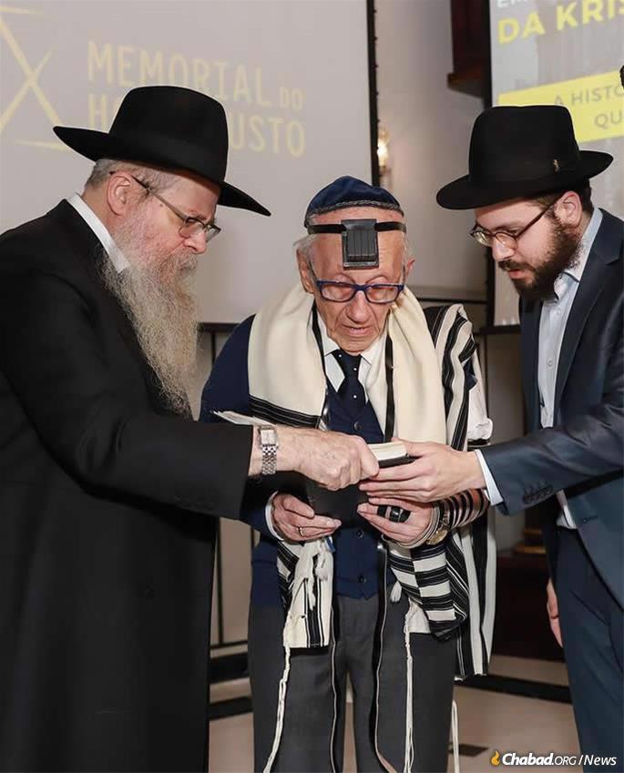 From left: Rabbi Dovid Weitman, Andor Stern and Rabbi Toive Weitman