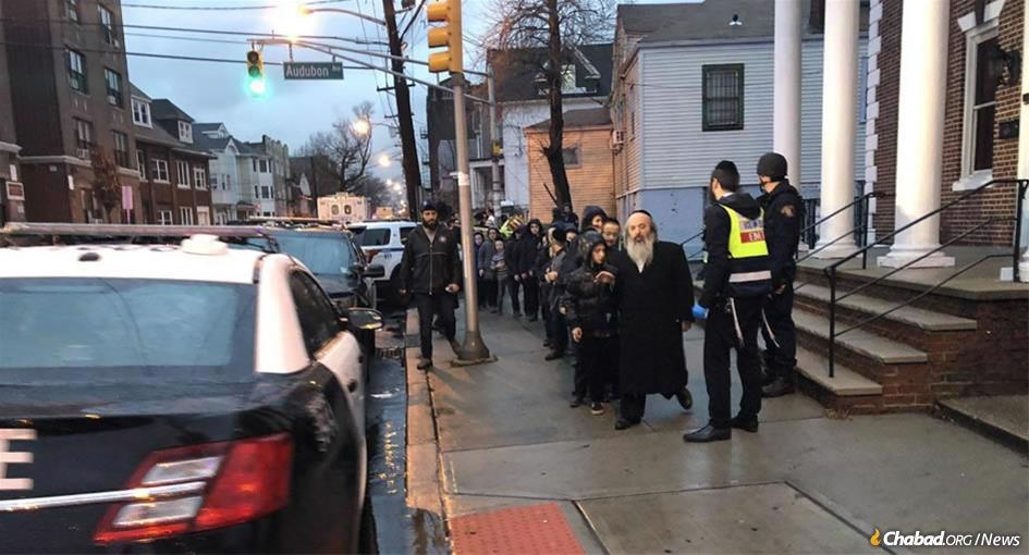 Students are evacuated from a yeshivah in Jersey City, N.J., near the scene of a shooting that left six dead. (Photo: @hasidic_1/Twitter)