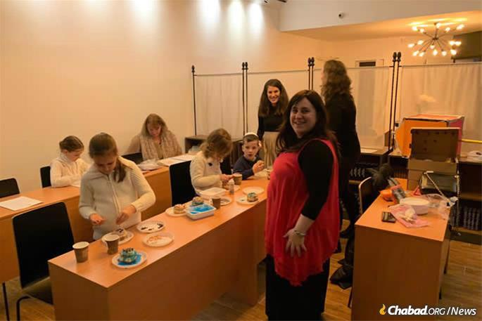 "Deborah Leah Hurwitz, center, associate principal of the Chabad day school in Budapest who also runs the ""Alef Kids"" after-school program, came to help out."