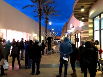 Grand Menorah Lighting - Outlets At The Border 19