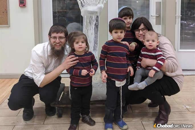 Rabbi Yaakov and Chana Chaiton, and their children.
