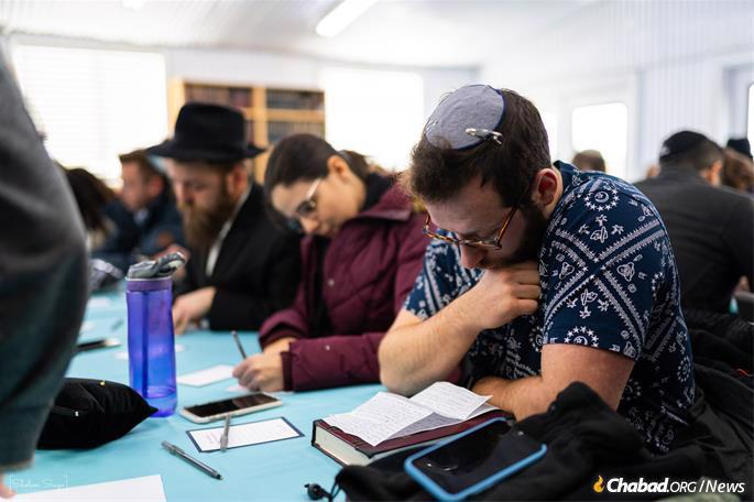 Many said the visit to the Ohel was the high point of the weekend. (Photo: Sholem Srugo)