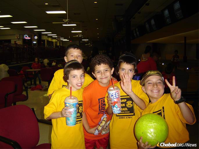 A young Seth Frydberg, right, with fellow Camp Gan Israel campers in 2005.