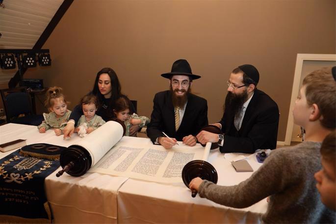 Rabbi Avi and Mushky Feldman, and their children (Photo: Gabriel Rutenberg)