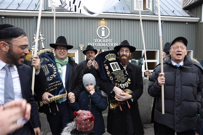 The Torah scroll was donated to mark the 50th birthday of Uri Krausz of Zurich, Switzerland. (Photo: Gabriel Rutenberg)