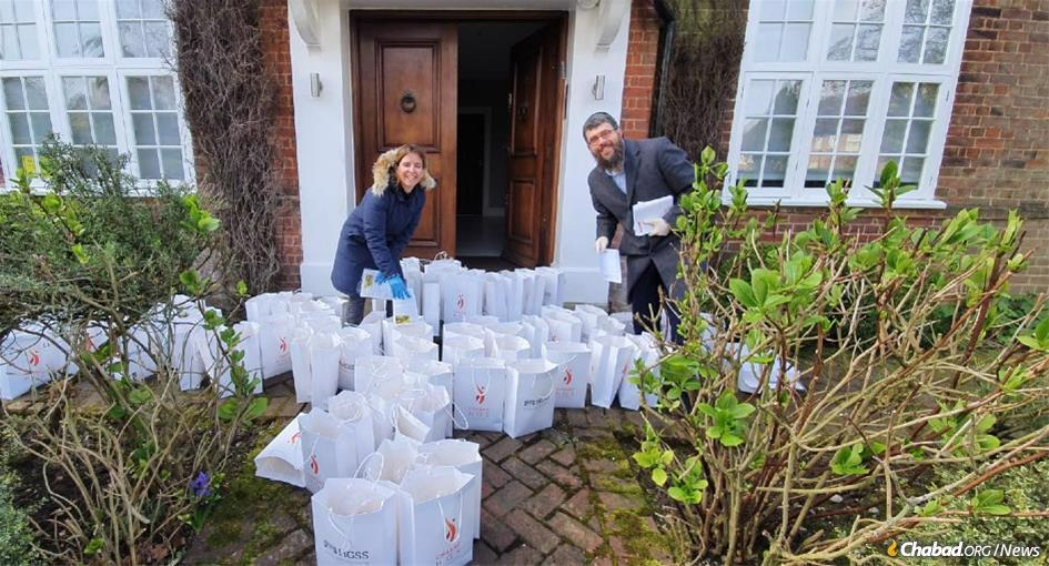 Volunteer coordinator Dana Brass and Rabbi Bentzi Sudak of Chabad-Lubavitch of Hampstead Garden Suburb in London, which delivered 100 Shabbat care packages to elderly or vulnerable Jewish community members.