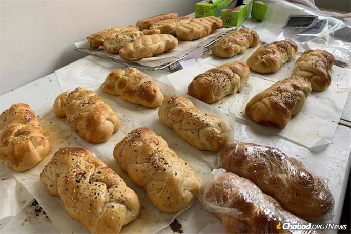 In Ghana, gresh challah was made and placed into Shabbat care packages.