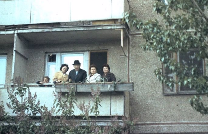 On the balcony of our appartment building in Saratov, with my grandmother Zelda next to me, her father David and my grandmother's two sisters.