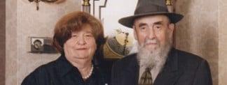 Mrs. Dusia Rivkin, 93, Chassidic Matriarch, Leaves Hundreds of Descendants