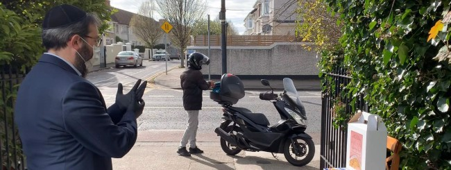 April 2020: Deliveroo Partners With Chabad in UK to Deliver Seders-to-Go