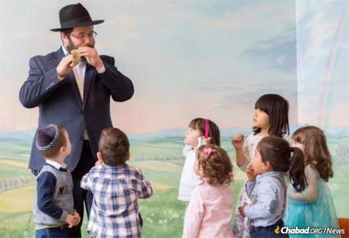 Blowing the shofar in the month of Elul for children, and teaching them about Rosh Hashanah.