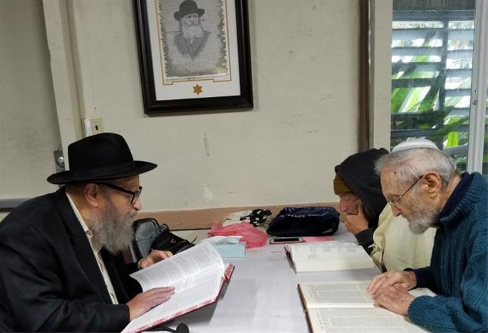 After his retirement, Kosofsky devoted a significant part of his day to Torah study.