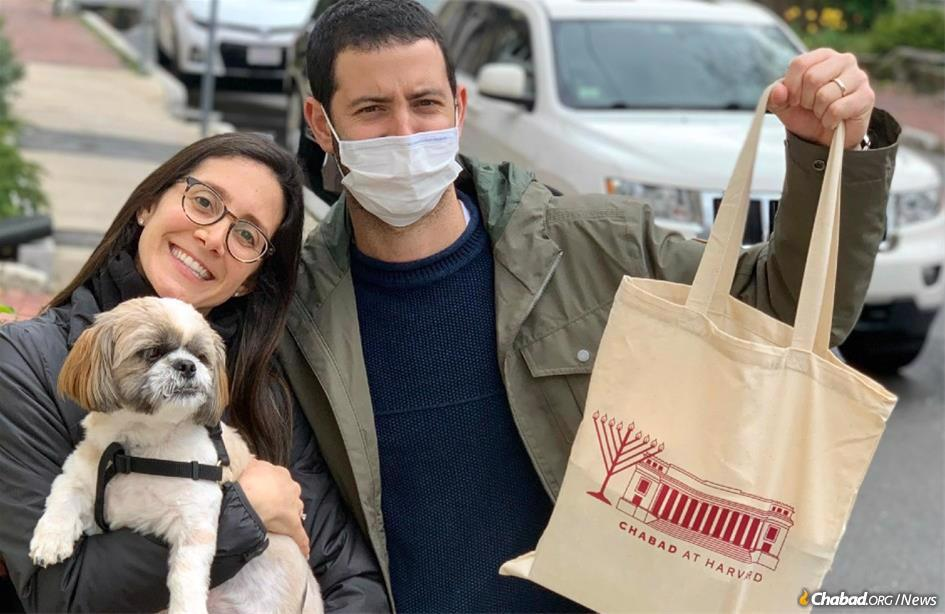 Chabad at Harvard provided hundreds of Shabbat boxes for medical staff at local hospitials, as well as students and faculty at Cambridge campuses, like Karen and Guy from Harvard Business School.