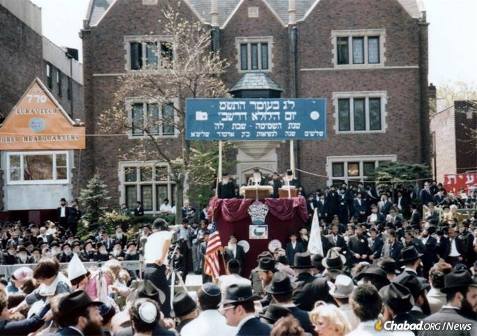 The Rebbe came out to the 1980 Lag BaOmer parade at 11:20 a.m., applauding the children as they recited the 12 Torah verses, delivering his talks and watching the floats pass by, remaining at the parade for around two hours.