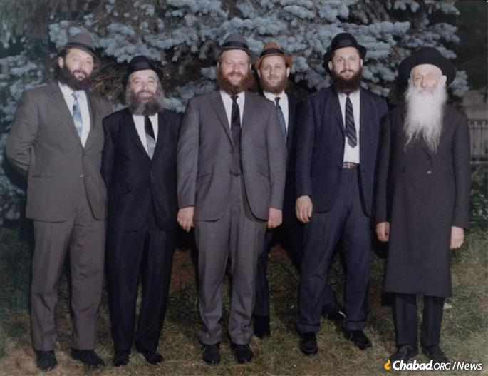 Avraham Aharon Rubashkin (second from right) with his father, R' Getzel Rubashkin (far right), his brother and his brothers-in-laws