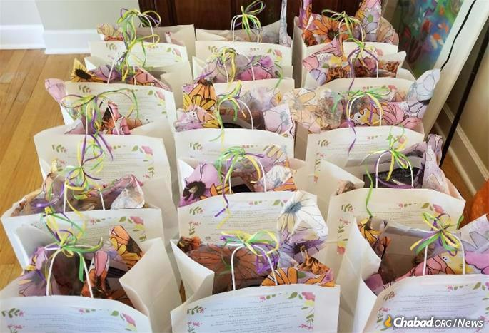 "A total of 100 Shavuot ""TLC"" kits were distributed in Deerfield, Ill."
