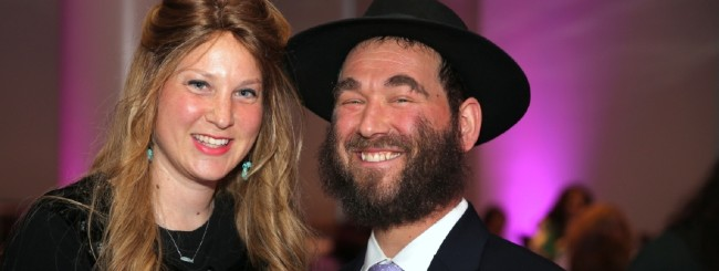 Rabbi in Coronavirus Coma Is a Lightning Rod for Hope and Good Deeds