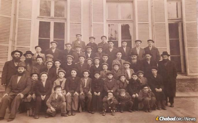 Young Aharon Yaakov, top row, second from right, with fellow students in Brunoy, France.