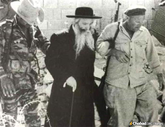 The Sanz-Klausenburger Rebbe visits the Western Wall in Jerusalem in June, 1967. In 1975 he established what would eventually grow into the Sanz-Klausenburg Medical Center-Laniado Hospital in Netanya, Israel.