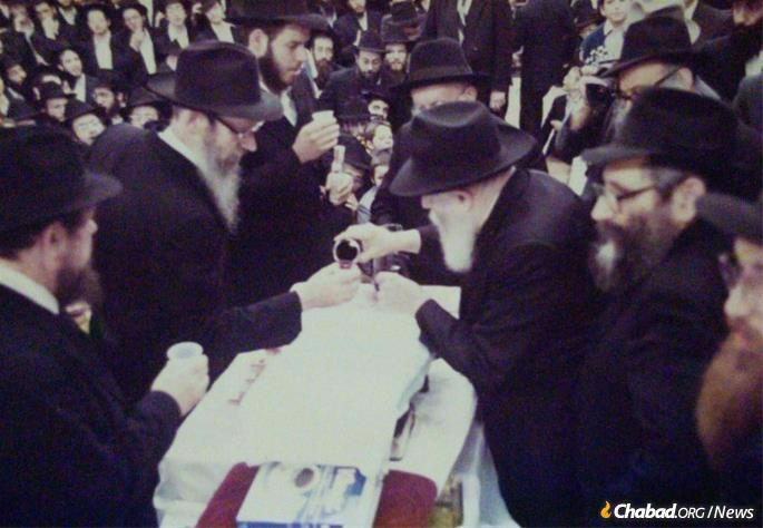 Receiving kos shel bracha from the Rebbe.