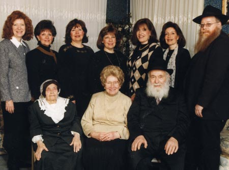 Bubbe Maryasha Garelik with her daughter Shula Kazen, her son-in-law Rabbi Zalman Kazen and their children.