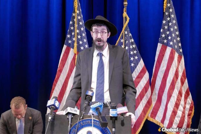 Rabbi Mendy Kaminker with New Jersey Rep. Josh Gottheimer (File photo)