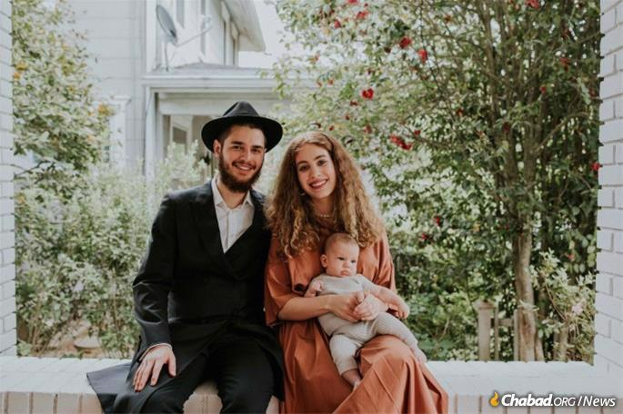 Rabbi Levi and Rachel Lapidus, and their son Dov
