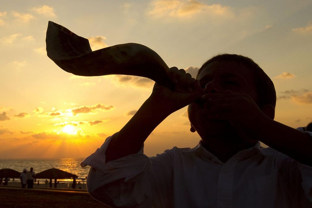 shofar blowing.jpg