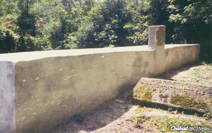 Rabbi Levi Yitzchak's open air gravesite circa 1988, shortly before it was restored for the first time. The rabbi's headstone is the further one and appears to have been inscribed by an amateur in the post-war era. (Photo: Michael Greenberg)