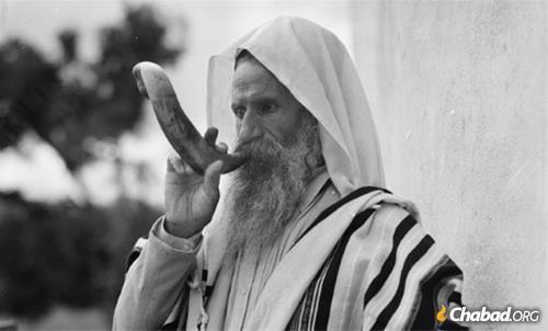 A Yemenite Jew blows shofar (circa 1930s).