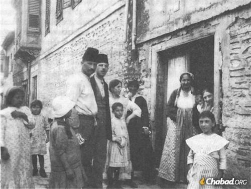 קהילה ספרדית גדולה ומלאת חיים התגוררה בעבר בסלוניקי, יוון.