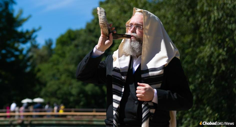 Chabad rabbis around the world are determined to do everything they can to make it possible for every Jewish person to hear the shofar on Rosh Hashanah, despite the global coronavirus pandemic. (Photo: Meir Pliskin)